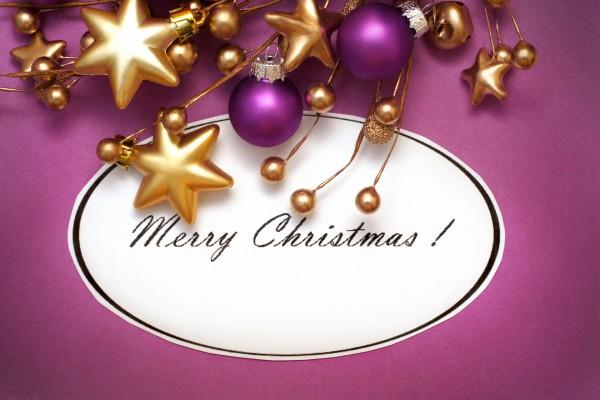 Feliz Navidad entre adornos