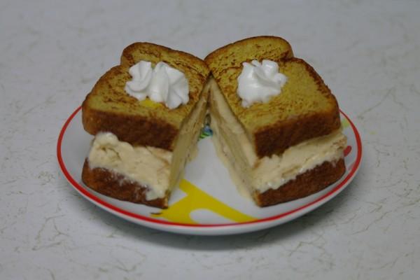Sándwich caliente de helado