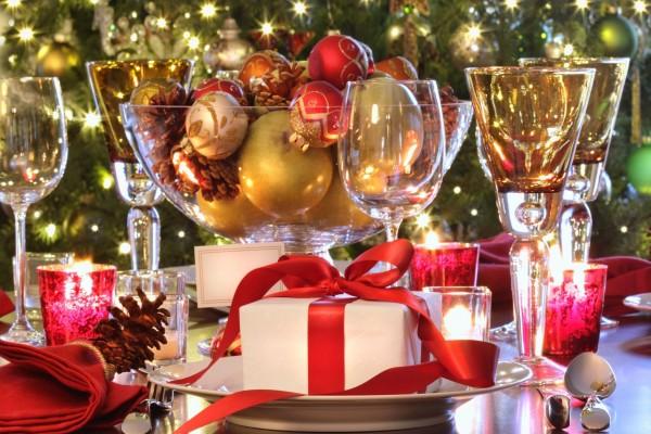 Mesa preparada para la cena de Nochebuena