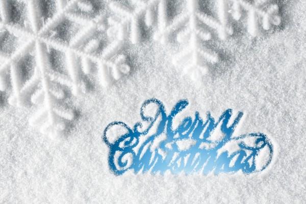 Feliz Navidad escrito sobre la nieve