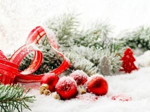 Postal: Bolas y árbol para Navidad