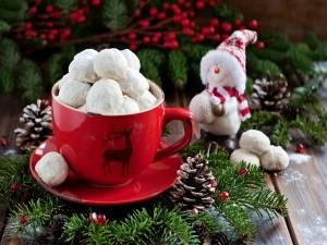 Postal: Galletas navideñas en una taza