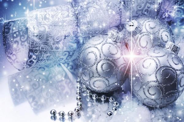 Adornos plateados para Navidad