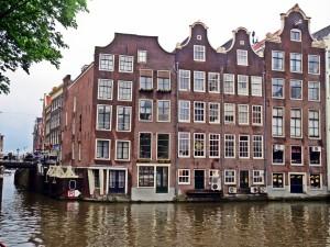 Esquina de un edificio en Amsterdam