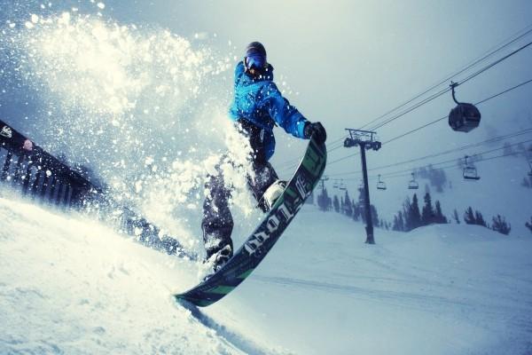 Equilibrio sobre la tabla de snowboard