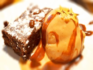 Brownie con helado