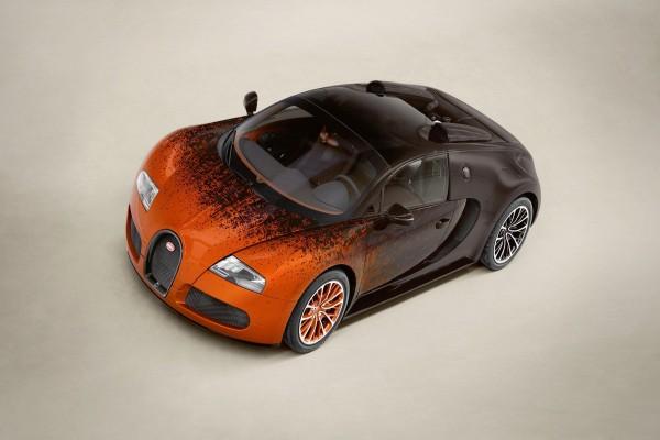 Vista de un colorido Bugatti Veyron