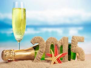 """Botella de champán en la playa para festejar el """"Nuevo Año 2015"""""""