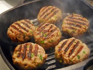Postal: Cocinando hamburguesas