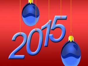 Postal: ¡Feliz Año Nuevo 2015! con adornos navideños