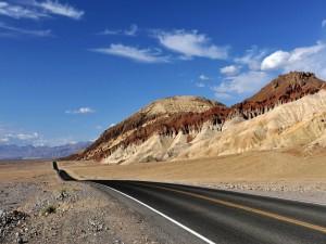 Postal: Carretera a través del desierto