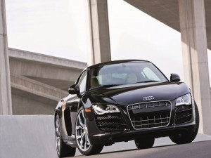 Postal: Un Audi negro