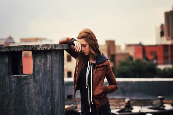 Una joven triste