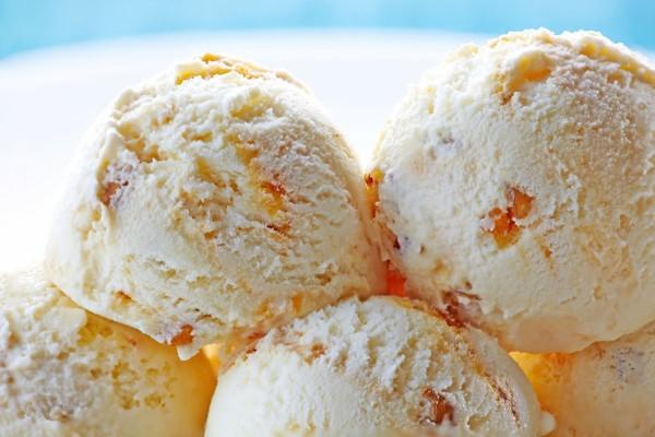 Bolas de helado de vainilla