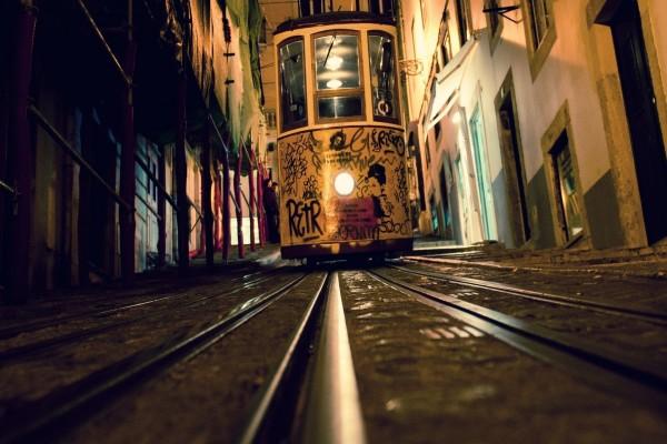 Tranvía en una ciudad