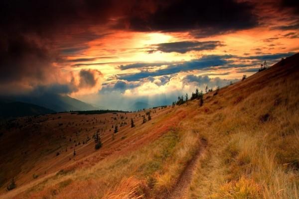 Bonito cielo sobre el campo