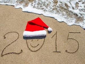 Postal: Año Nuevo 2015 escrito en la arena