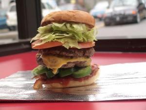 Doble hamburguesa difícil de comer
