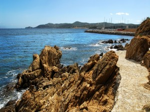 Postal: Vista del puerto desde las rocas