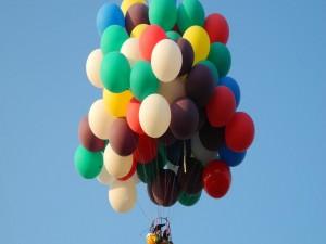 Viajando con grandes globos de colores