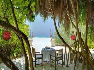 Postal: Comida romántica junto al mar