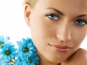 Hermoso rostro con ojos azules