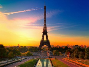 Postal: Bella imagen de la Torre Eiffel
