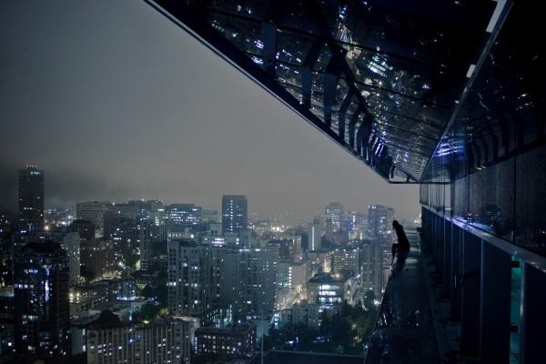 Contemplando la noche de la ciudad