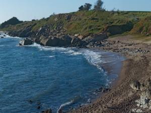 Pequeña playa rocosa