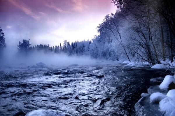 Frío amanecer en el río