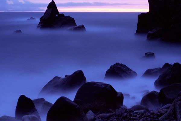 Bruma entre las rocas