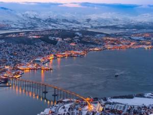 Postal: Puente en una ciudad de Noruega