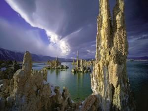 Postal: Formaciones rocosas en el agua