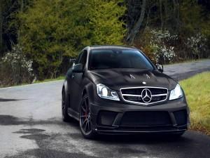 Postal: Un bonito Mercedes oscuro