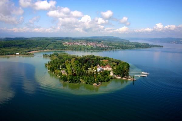 Isla en el lago de Constanza (Alemania)