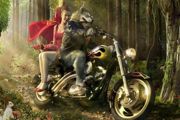 Una moderna Caperucita Roja en moto con el lobo