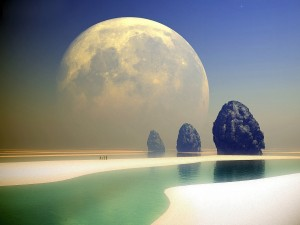Hombres caminando hacia las rocas con una gran luna en el cielo