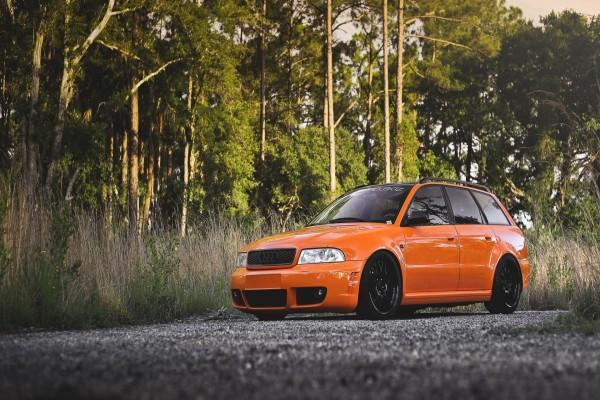 Audi RS 4 naranja