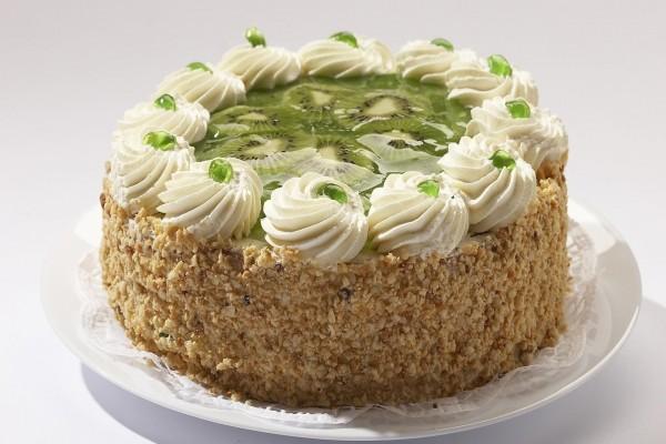 Pastel con kiwi, nata y nueces picadas