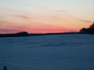 Amanece en un paisaje nevado