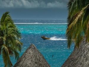 Postal: Barca en un mar agitado