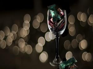 Postal: Dulces en una copa de cristal