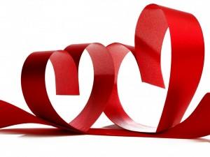 Postal: Corazones de cinta roja