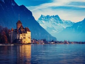 Postal: Castillo en la orilla del lago