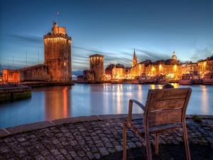 Silla para contemplar las luces de La Rochelle