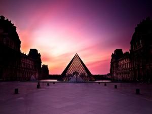 Postal: Un precioso cielo sobre el Louvre