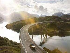 Carretera sobre un río