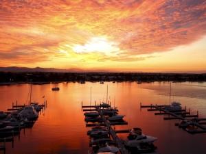 Postal: Puesta de sol en el puerto