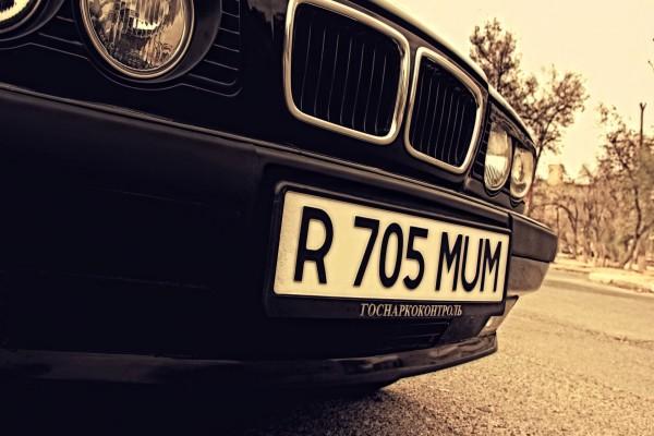 Matrícula de un BMW