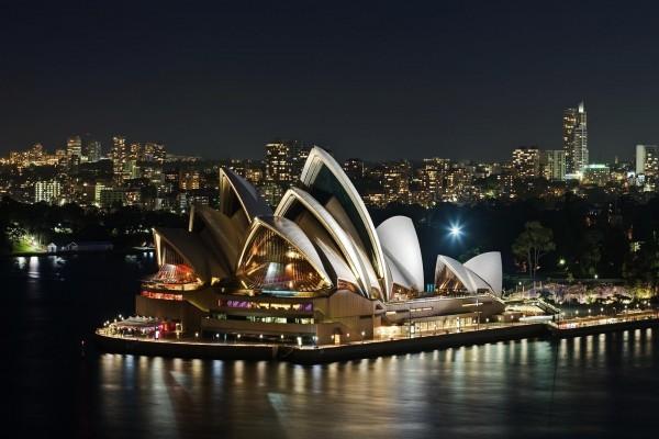 Sidney iluminada en la noche